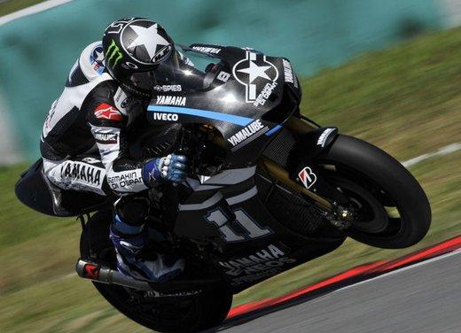 MotoGP: Ben Spies in testa e Valentino Rossi  ottavo nei test della mattina - Foto 3 di 12