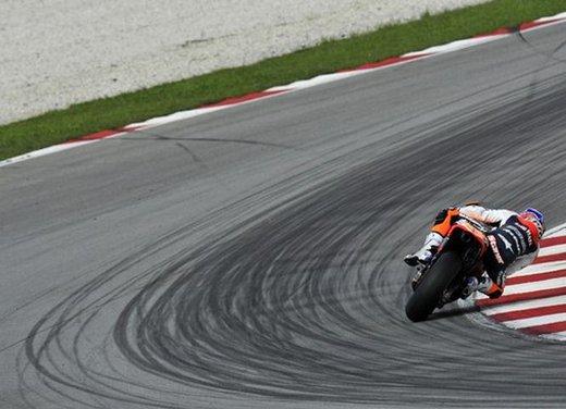 MotoGP: Ben Spies in testa e Valentino Rossi  ottavo nei test della mattina - Foto 2 di 12