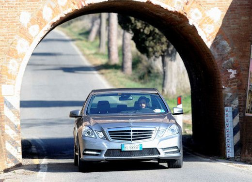 Prova su strada della Nuova Mercedes Classe E berlina, station wagon, cabrio e coupé - Foto 15 di 29