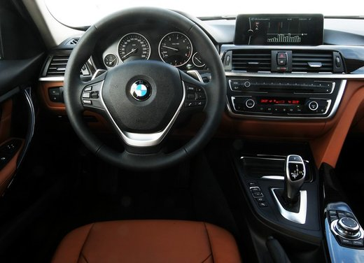 BMW Serie 3: test drive della nuova BMW 335i - Foto 12 di 21
