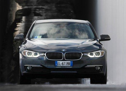 BMW Serie 3: test drive della nuova BMW 335i - Foto 18 di 21