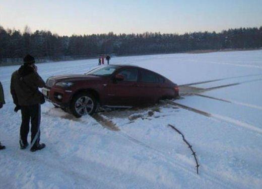 Ferrari 458 Italia crash, incidente a causa della neve - Foto 5 di 15
