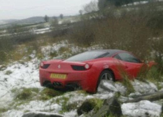 Ferrari 458 Italia crash, incidente a causa della neve - Foto 3 di 15