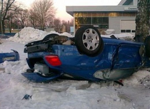 Ferrari 458 Italia crash, incidente a causa della neve - Foto 6 di 15