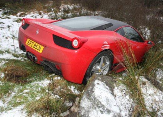 Ferrari 458 Italia crash, incidente a causa della neve - Foto 1 di 15
