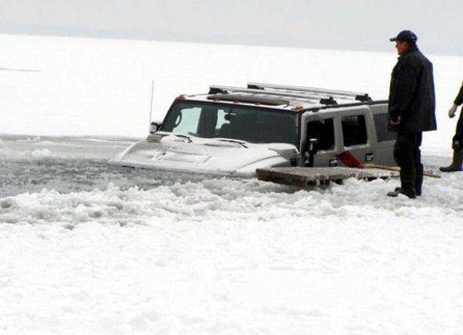 Ferrari 458 Italia crash, incidente a causa della neve - Foto 9 di 15