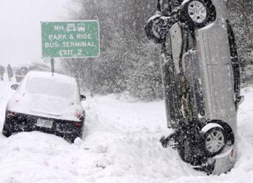 Ferrari 458 Italia crash, incidente a causa della neve - Foto 4 di 15