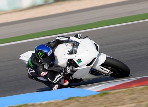 Superbike 2012 test a Phillip Island: Tom Sykes primo, Carlos Checa secondo - Foto 19 di 27