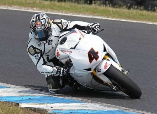 Superbike 2012 test a Phillip Island: Tom Sykes primo, Carlos Checa secondo - Foto 20 di 27