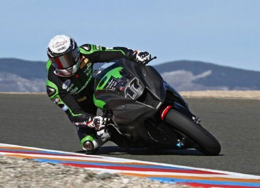 Superbike 2012 test a Phillip Island: Tom Sykes primo, Carlos Checa secondo - Foto 21 di 27