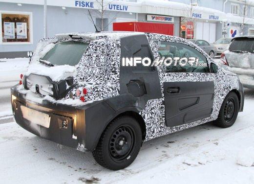 Foto spia della Opel Junior, la nuova compatta attesa per fine anno - Foto 4 di 17