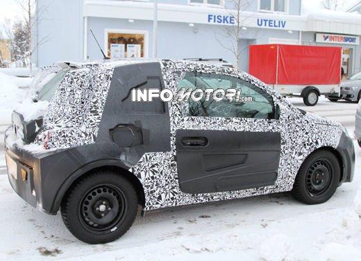 Foto spia della Opel Junior, la nuova compatta attesa per fine anno - Foto 5 di 17