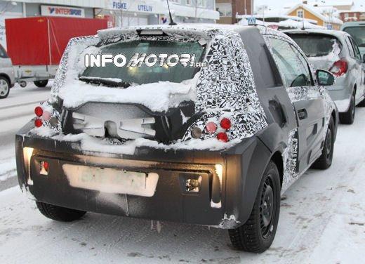 Foto spia della Opel Junior, la nuova compatta attesa per fine anno - Foto 6 di 17