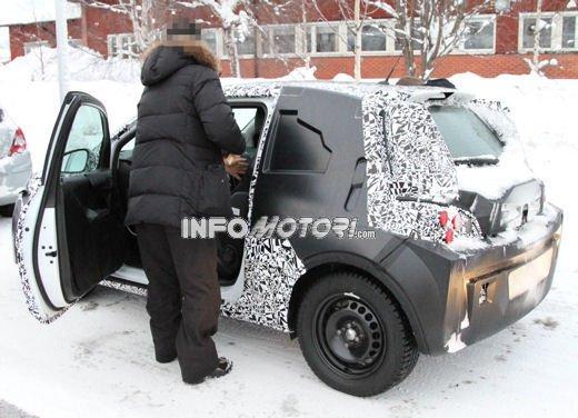 Foto spia della Opel Junior, la nuova compatta attesa per fine anno - Foto 7 di 17