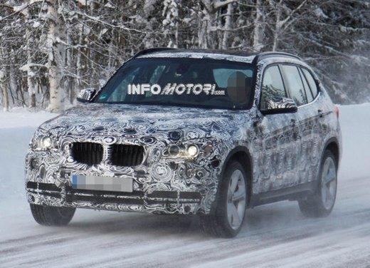 BMW X1 prime foto spia del restyling sulla neve - Foto 3 di 18