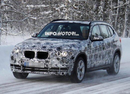 BMW X1 prime foto spia del restyling sulla neve - Foto 5 di 18