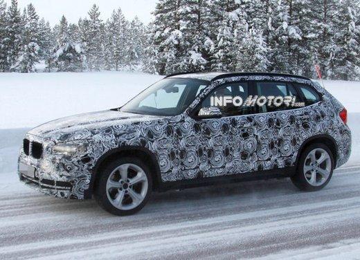 BMW X1 prime foto spia del restyling sulla neve - Foto 7 di 18