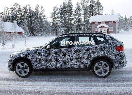 BMW X1 prime foto spia del restyling sulla neve - Foto 2 di 18