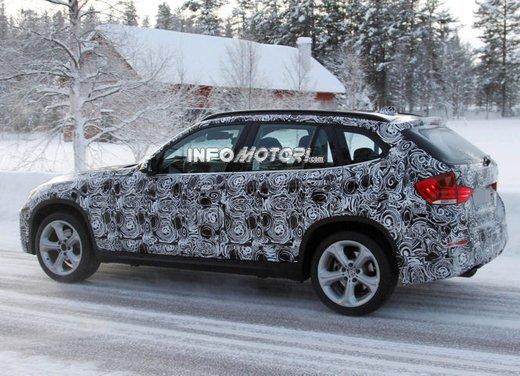 BMW X1 prime foto spia del restyling sulla neve - Foto 4 di 18