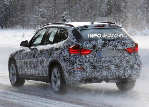 BMW X1 prime foto spia del restyling sulla neve - Foto 6 di 18