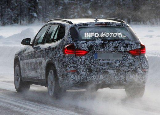 BMW X1 prime foto spia del restyling sulla neve - Foto 8 di 18