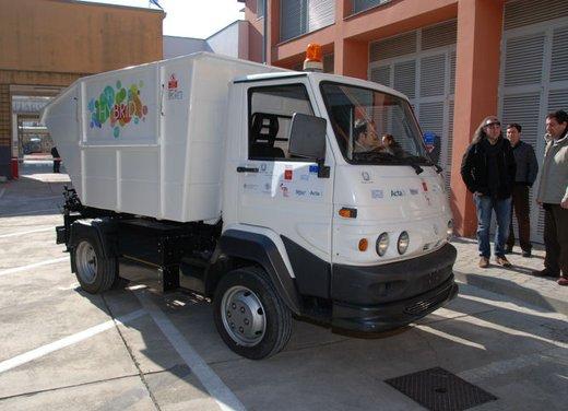 Primo veicolo alimentato ad ammoniaca presentato a Pontedera - Foto 3 di 3