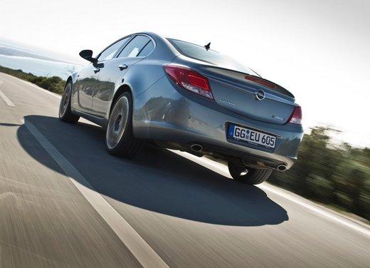 Opel Insignia: test drive della versione doppio turbo - Foto 12 di 40