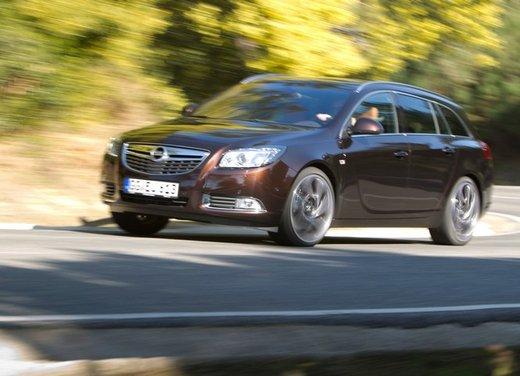 Opel Insignia: test drive della versione doppio turbo - Foto 15 di 40