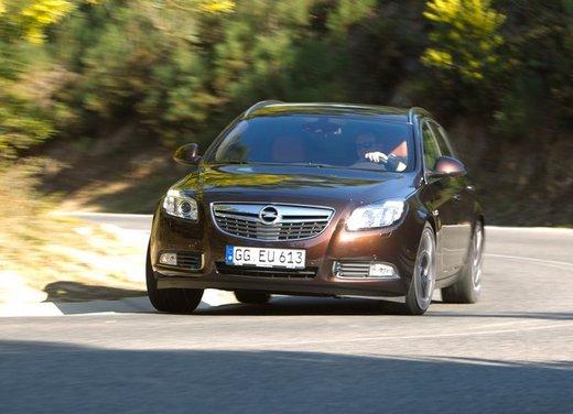Opel Insignia: test drive della versione doppio turbo