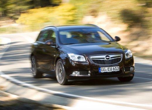 Opel Insignia: test drive della versione doppio turbo - Foto 17 di 40