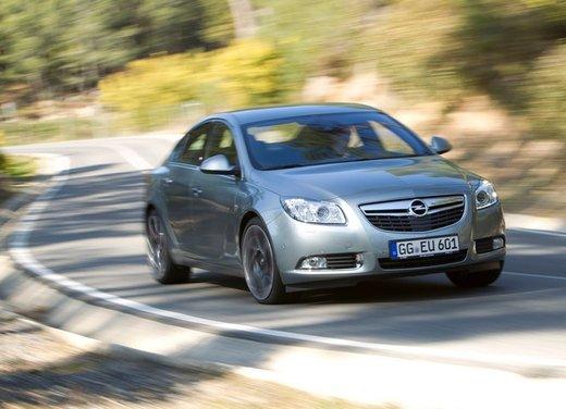 Opel Insignia: test drive della versione doppio turbo - Foto 20 di 40