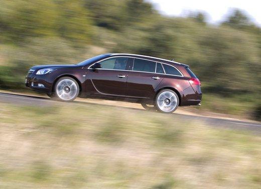Opel Insignia: test drive della versione doppio turbo - Foto 22 di 40