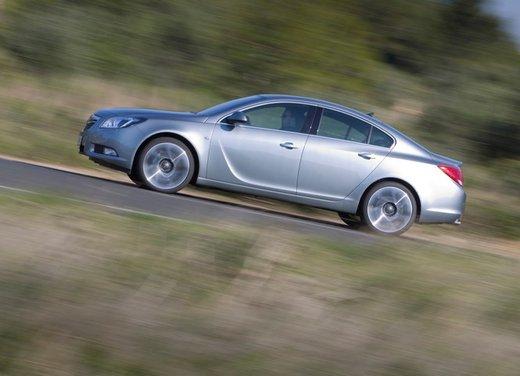 Opel Insignia: test drive della versione doppio turbo - Foto 23 di 40