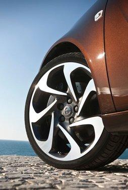 Opel Insignia: test drive della versione doppio turbo - Foto 18 di 40