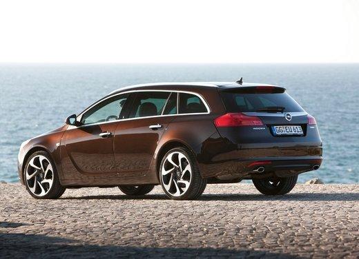 Opel Insignia: test drive della versione doppio turbo - Foto 26 di 40