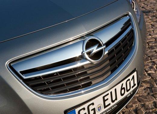Opel Insignia: test drive della versione doppio turbo - Foto 27 di 40