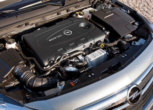 Opel Insignia: test drive della versione doppio turbo - Foto 28 di 40