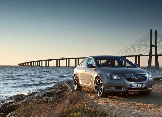 Opel Insignia: test drive della versione doppio turbo - Foto 31 di 40