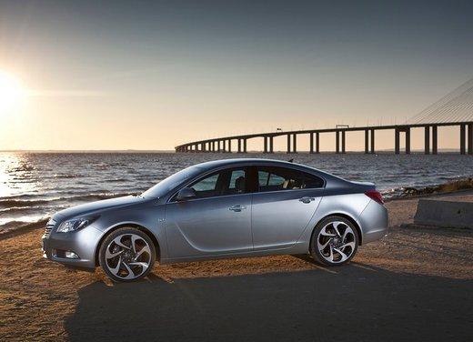Opel Insignia: test drive della versione doppio turbo - Foto 32 di 40