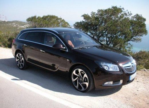 Opel Insignia: test drive della versione doppio turbo - Foto 1 di 40