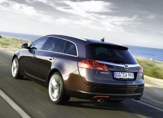 Opel Insignia: test drive della versione doppio turbo - Foto 39 di 40