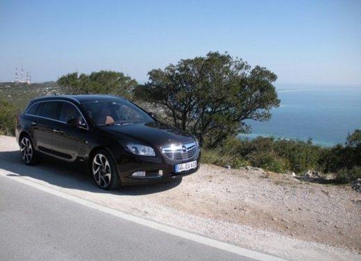Opel Insignia: test drive della versione doppio turbo - Foto 2 di 40