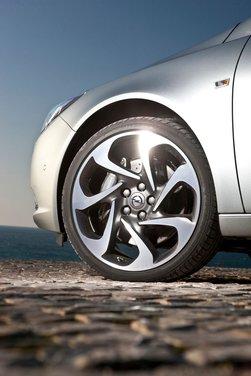Opel Insignia: test drive della versione doppio turbo - Foto 19 di 40