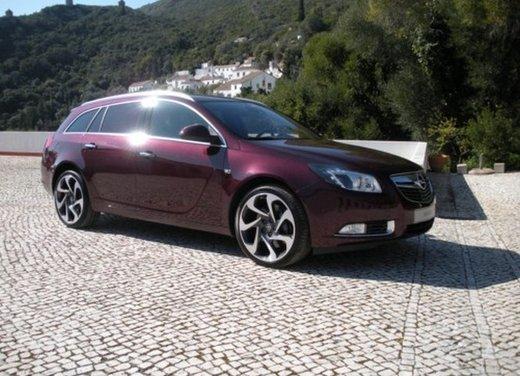 Opel Insignia: test drive della versione doppio turbo - Foto 4 di 40