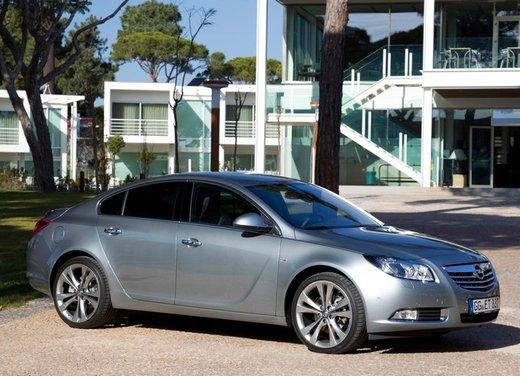 Opel Insignia: test drive della versione doppio turbo - Foto 8 di 40