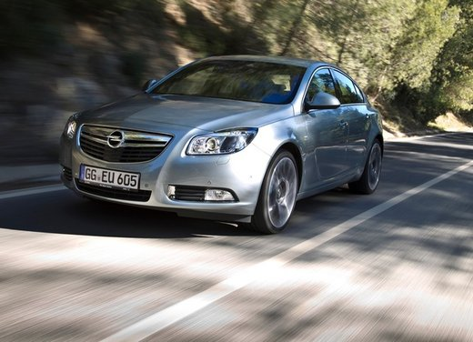 Opel Insignia: test drive della versione doppio turbo - Foto 9 di 40