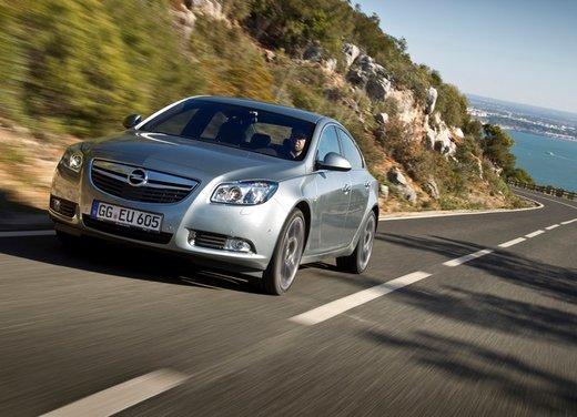Opel Insignia: test drive della versione doppio turbo - Foto 10 di 40
