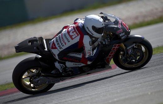 Dainese ed AGV proteggono con casco e tuta i campioni di MotoGP e SBK con Valentino Rossi e Max Biaggi in testa - Foto 10 di 16