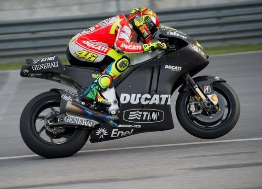 Dainese ed AGV proteggono con casco e tuta i campioni di MotoGP e SBK con Valentino Rossi e Max Biaggi in testa - Foto 14 di 16