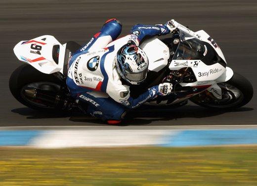 Dainese ed AGV proteggono con casco e tuta i campioni di MotoGP e SBK con Valentino Rossi e Max Biaggi in testa - Foto 6 di 16